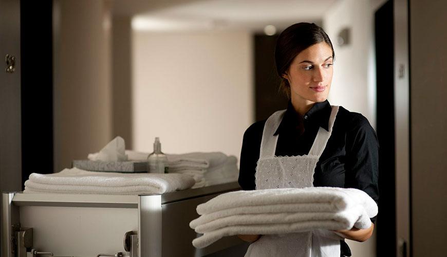 Curso de camarera de pisos trekform for Trabajo de camarera de pisos